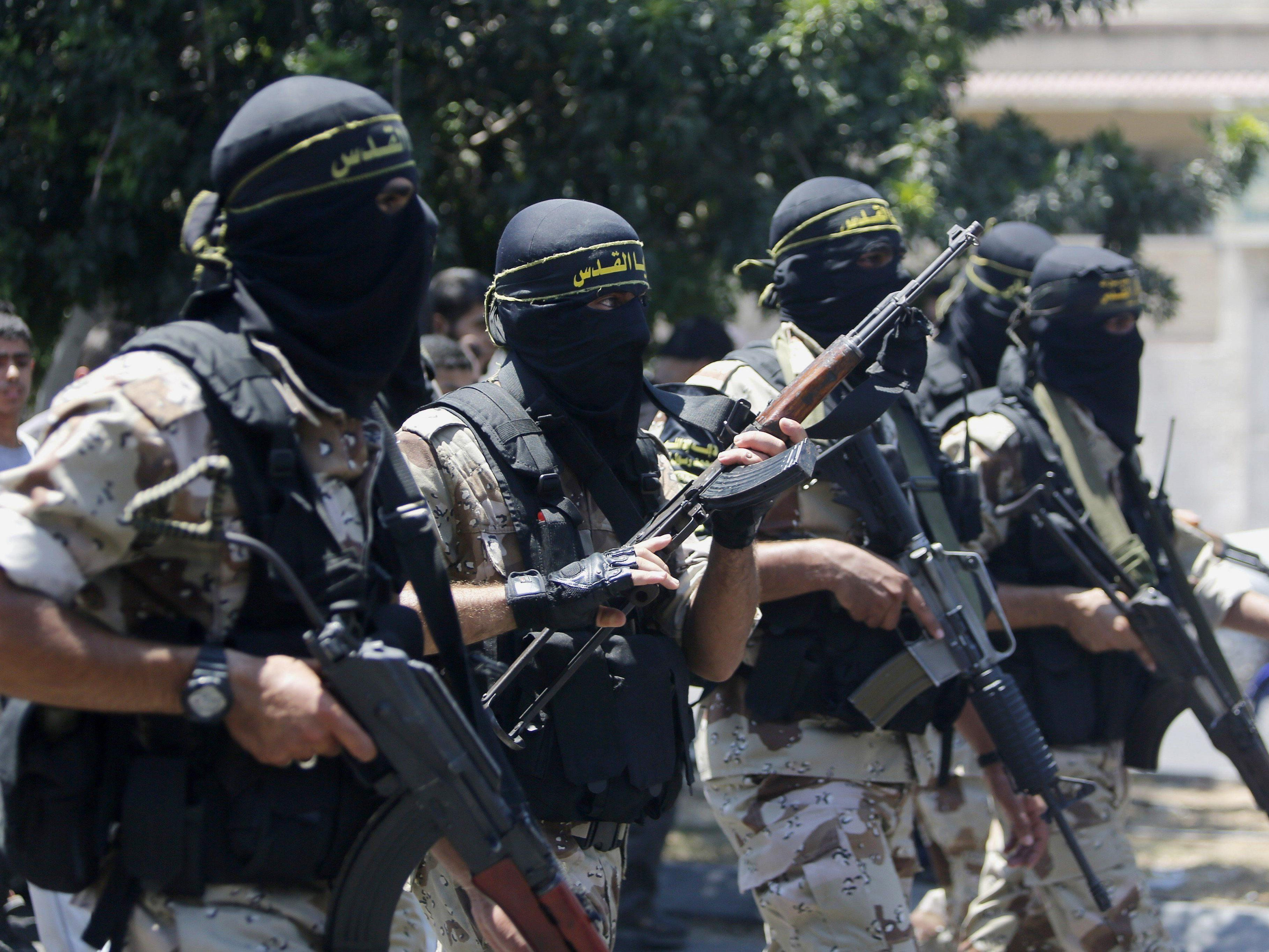 Drei Iraker vor diesem Hintergrund in U-Haft.