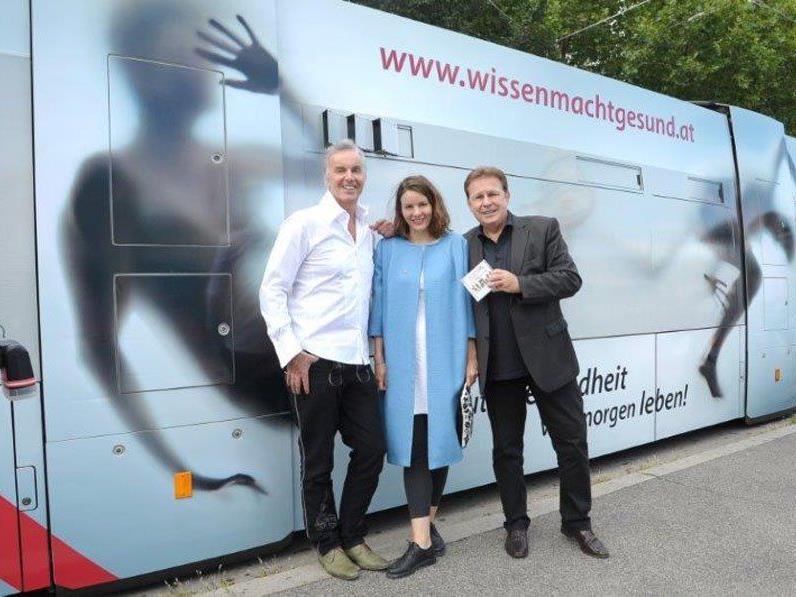 Eva Kees mit Seer-Bandleader Freddy Jaklitsch und EWG-Chef Erich Götzinger.