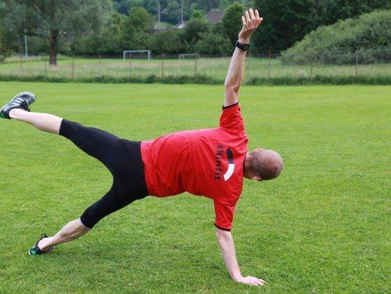 Die Kräftigung der Adduktoren kann bei Knieschmerzen helfen.