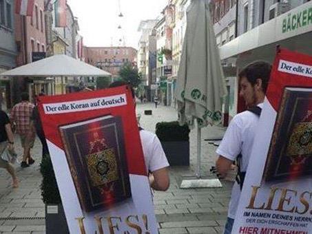 """""""Lies Projekt Österreich"""" in der Bregenzer Kaiserstraße unterwegs."""