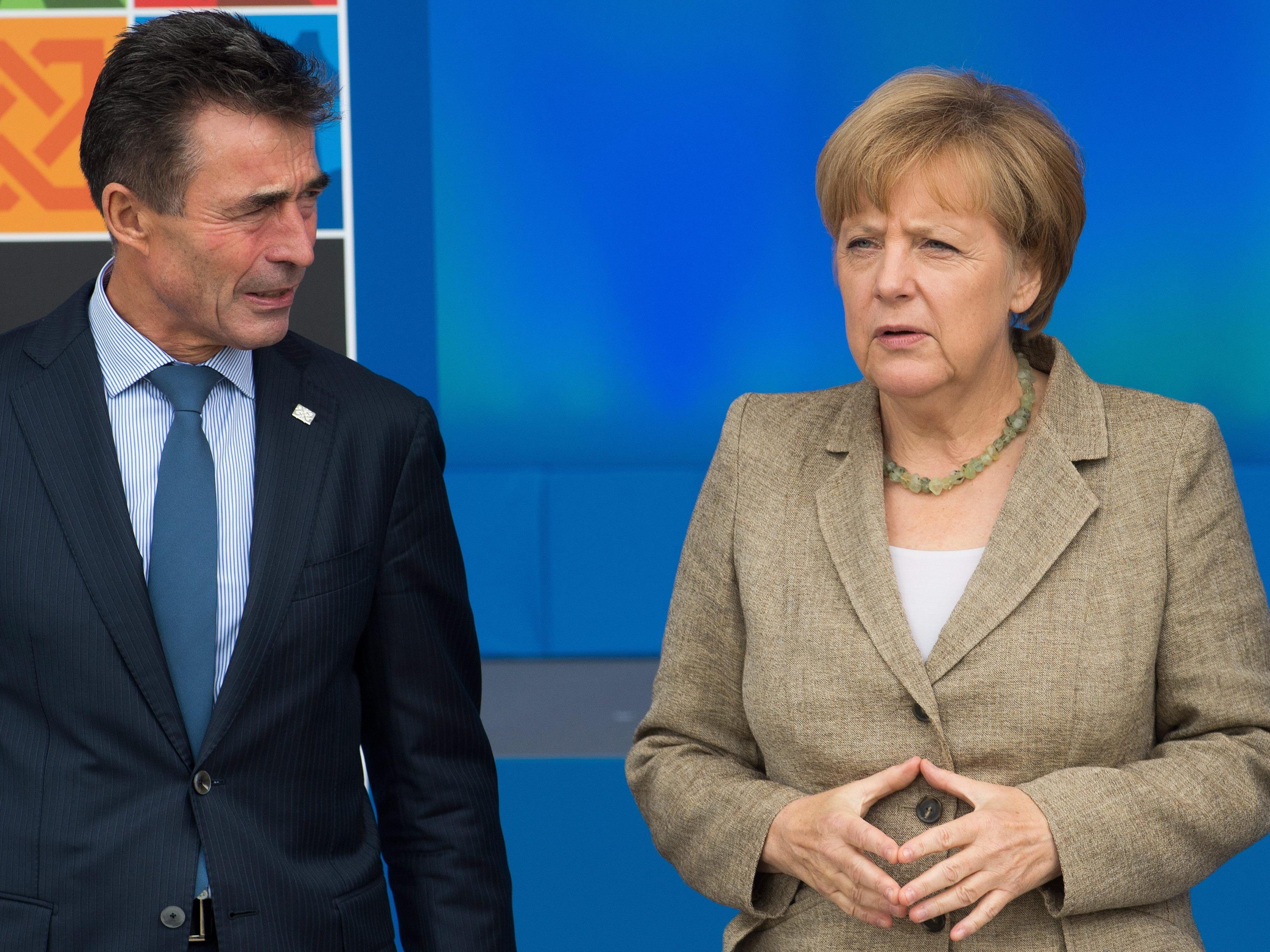 Ex-Geheimdienstler warnen Angela Merkel, hier mit NATO-Generalsekretär Rasmussen am NATO-Gipfel in Wales.