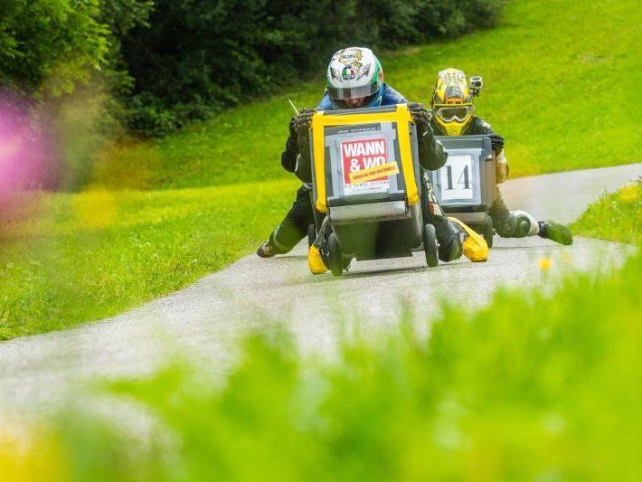 Müllkübel-Rennfahrer bei Training besucht: Eine Fahrt von Wann & Wo-Redakteur Martin Begle.