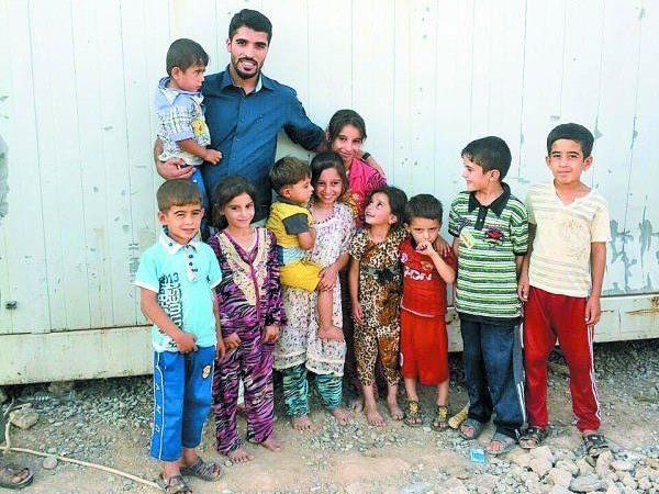 Murat Gerdi (li.) wird mit dem Leid der Flüchtlinge im Irak, seiner alten Heimat, direkt konfrontiert.