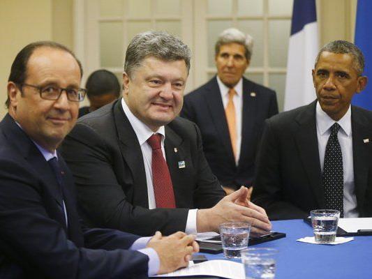 Hollande, Proschenko und Obama beim NATO-Gipfel