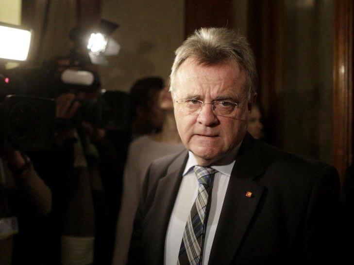 Burgenlands Landeshauptmann Hans Niessl (SPÖ) hat sich am Freitag für die Einführung temporärer Grenzkontrollen ausgesprochen