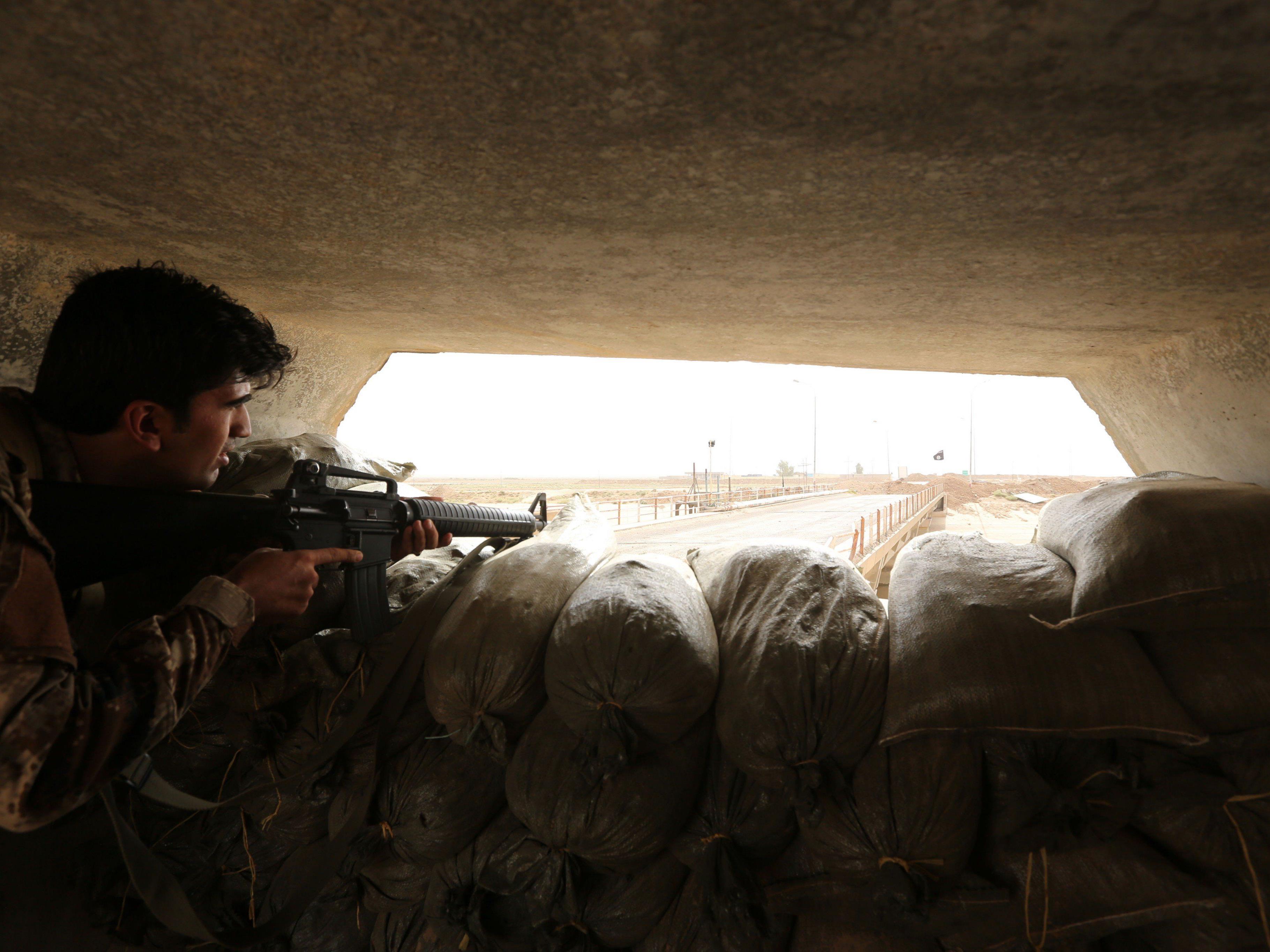 Kurden versuchen IS-Extremisten im Irak zurückzuschlagen.
