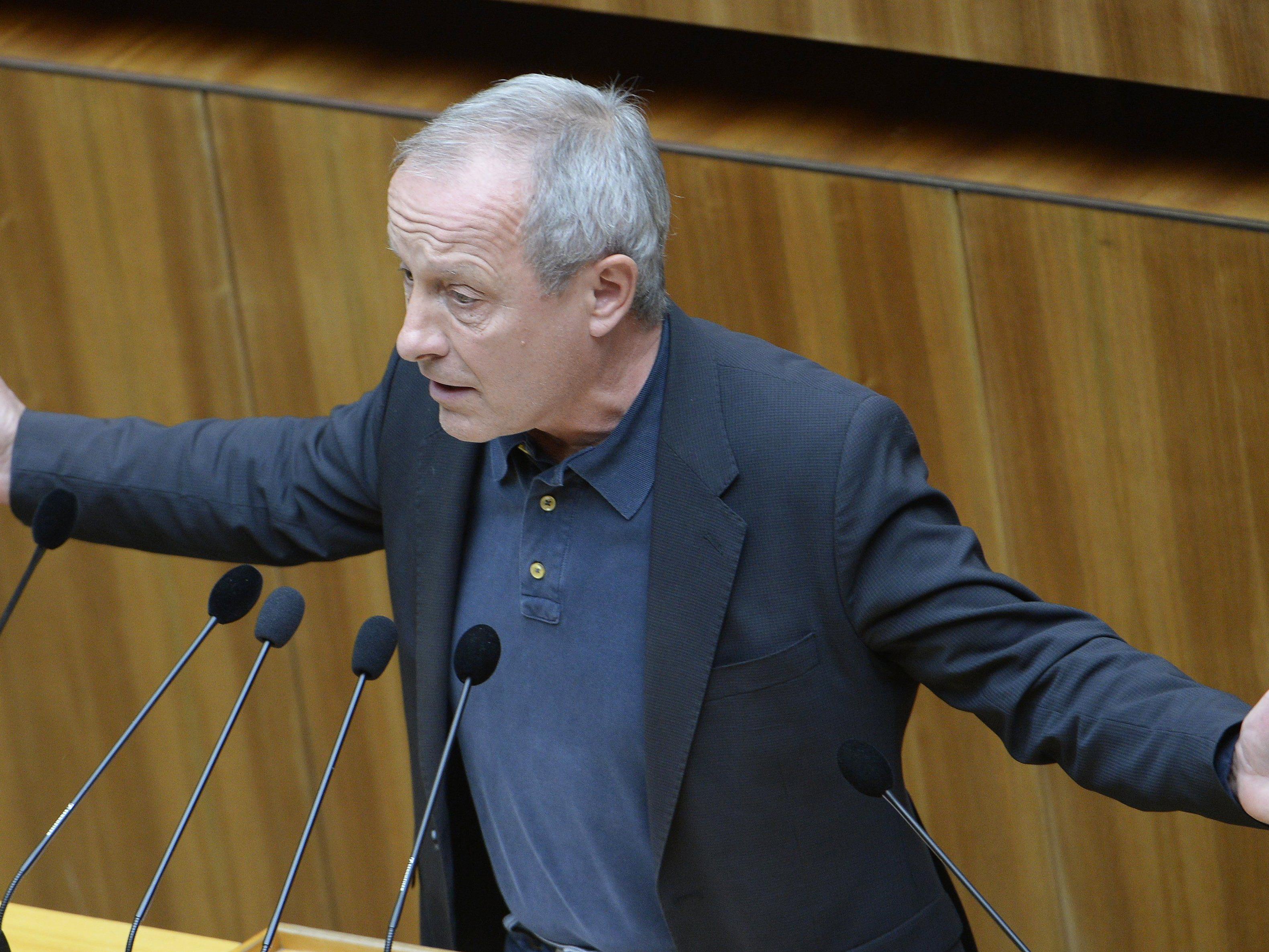 Peter Pilz fragt sich, warum in Österreich so viele Korruptionsermittlungen eingestellt werden.