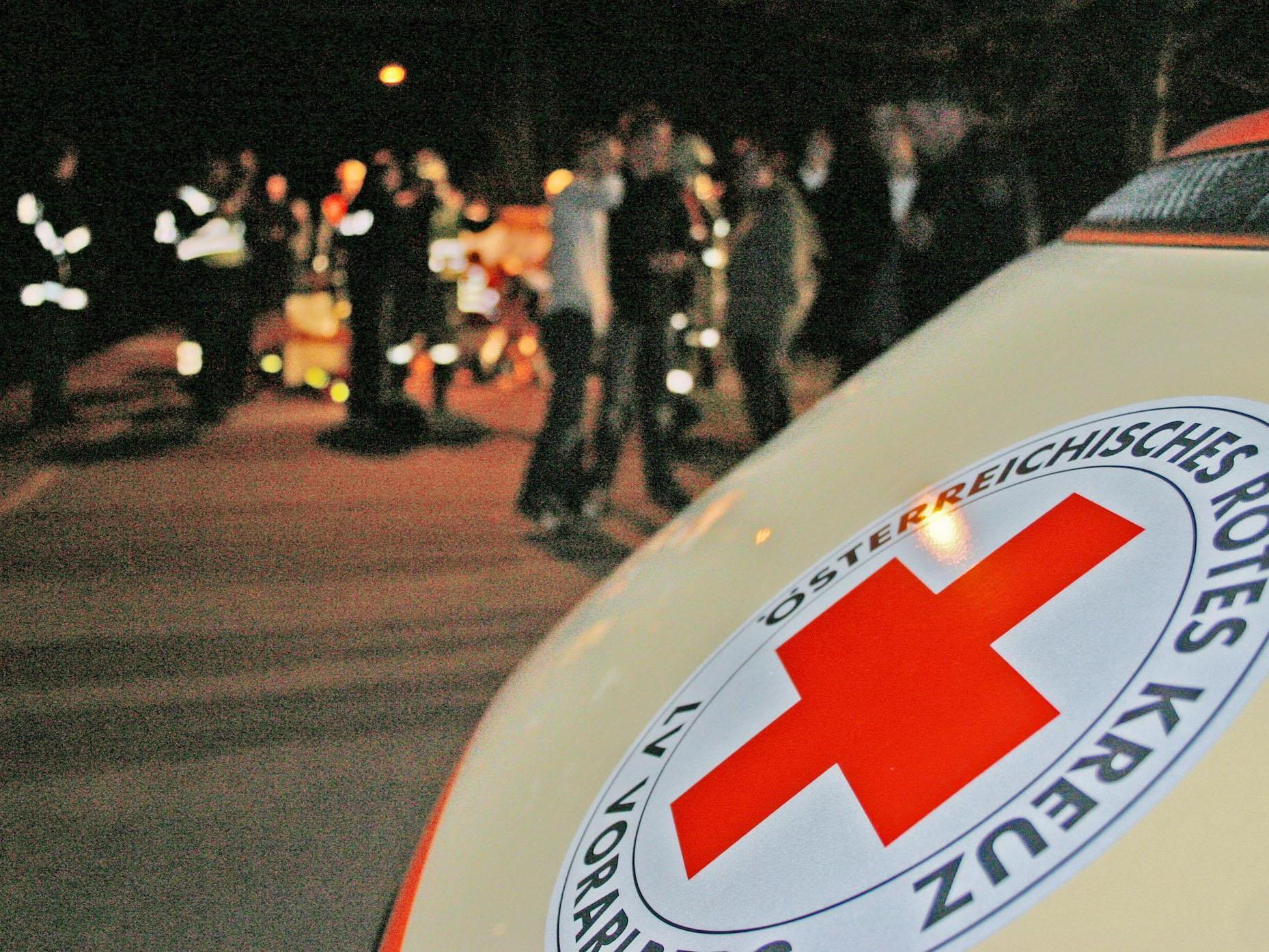 Schwerer Unfall auf L200 in Andelsbuch: fünf Verletzte.