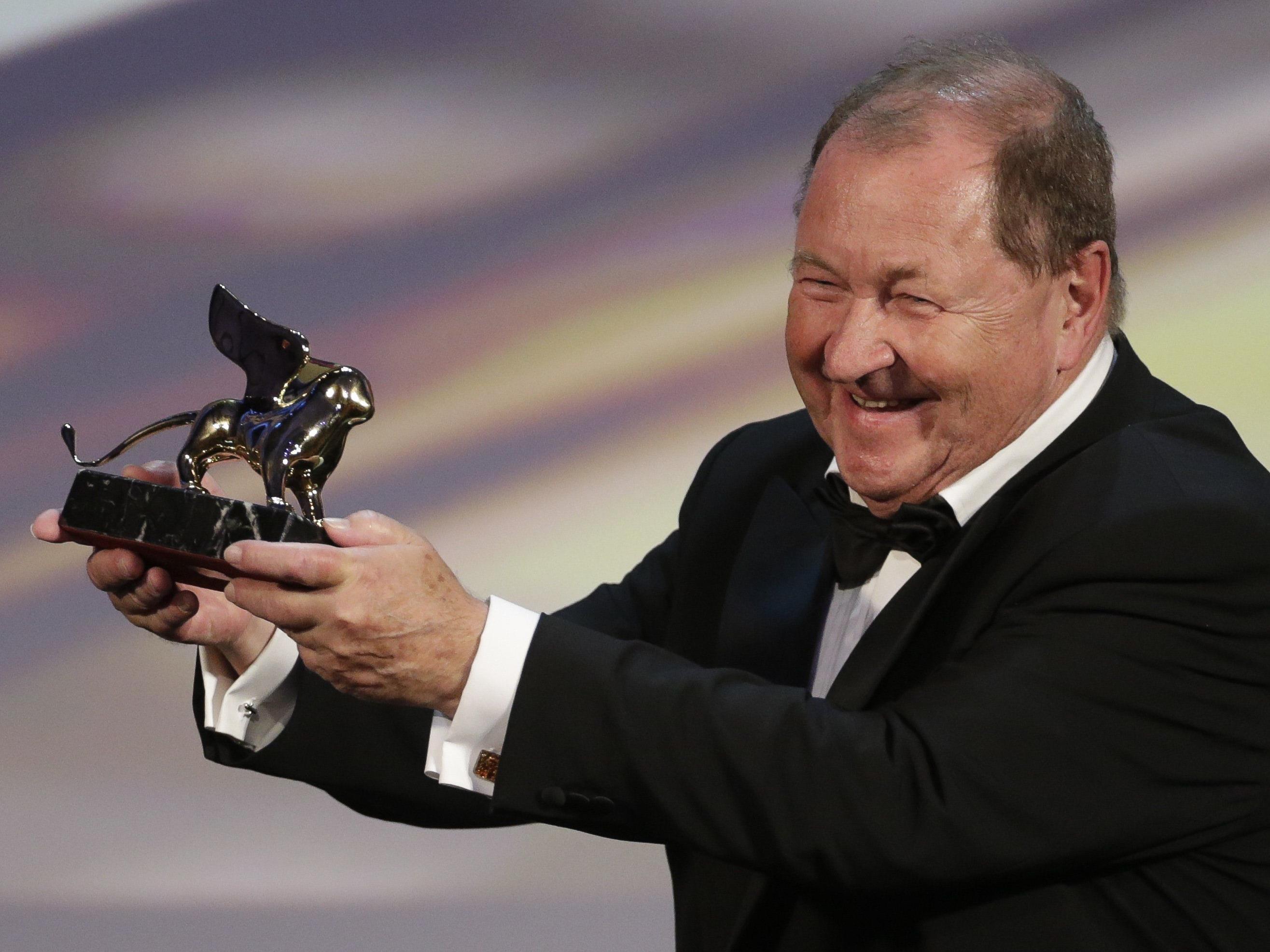 Goldener Löwe für Film von Roy Andersson über Taube auf dem Ast