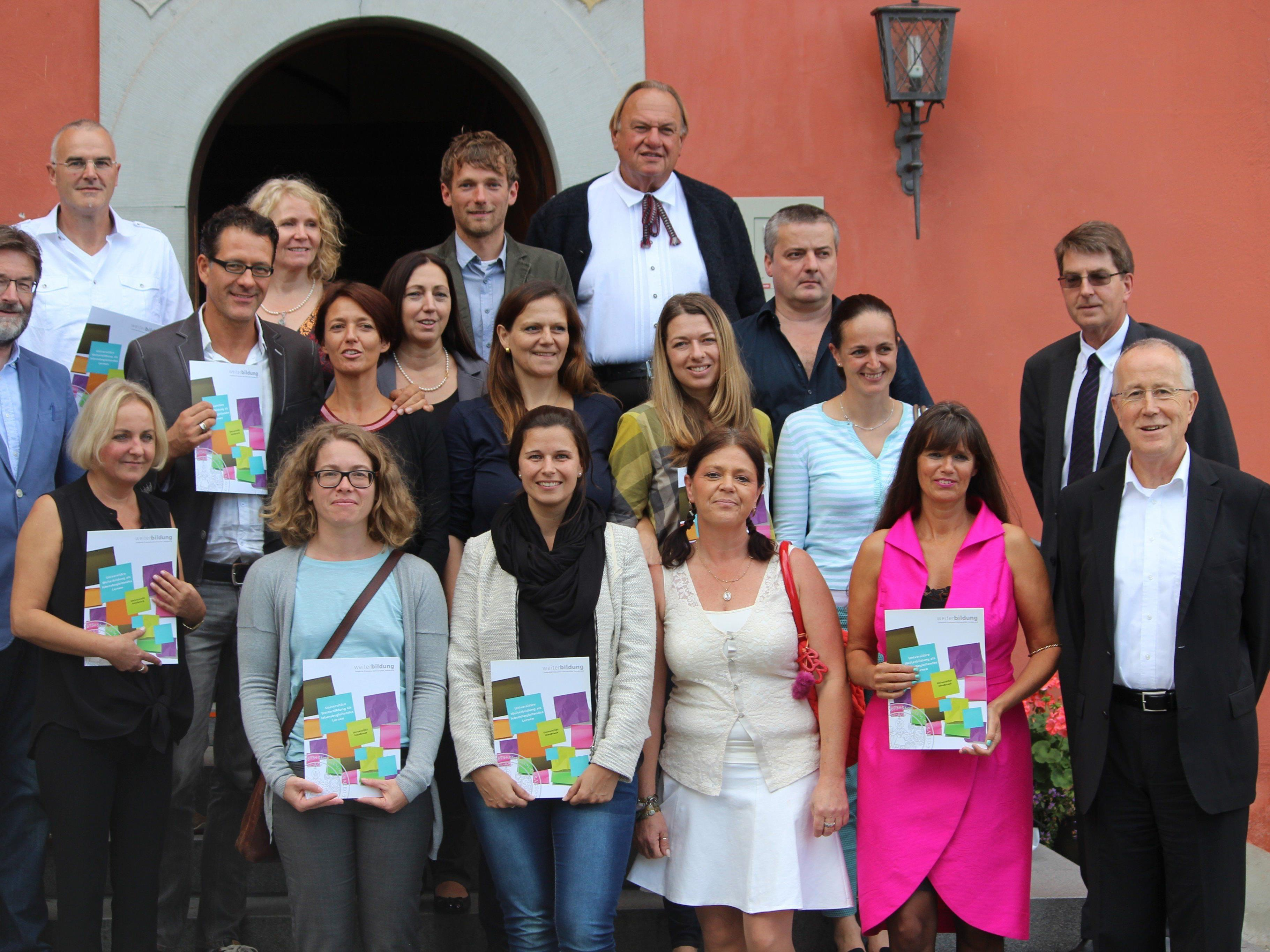 Die Absolventen und Absolventinnen des ersten akademischen Universitätslehrgangs für Sexualberatung an der Universität Innsbruck.
