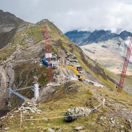 Spektakuläre Baustelle: Am Hochjoch entsteht derzeit Vorarlbergs größtes Liftprojekt, die neue Panoramabahn.