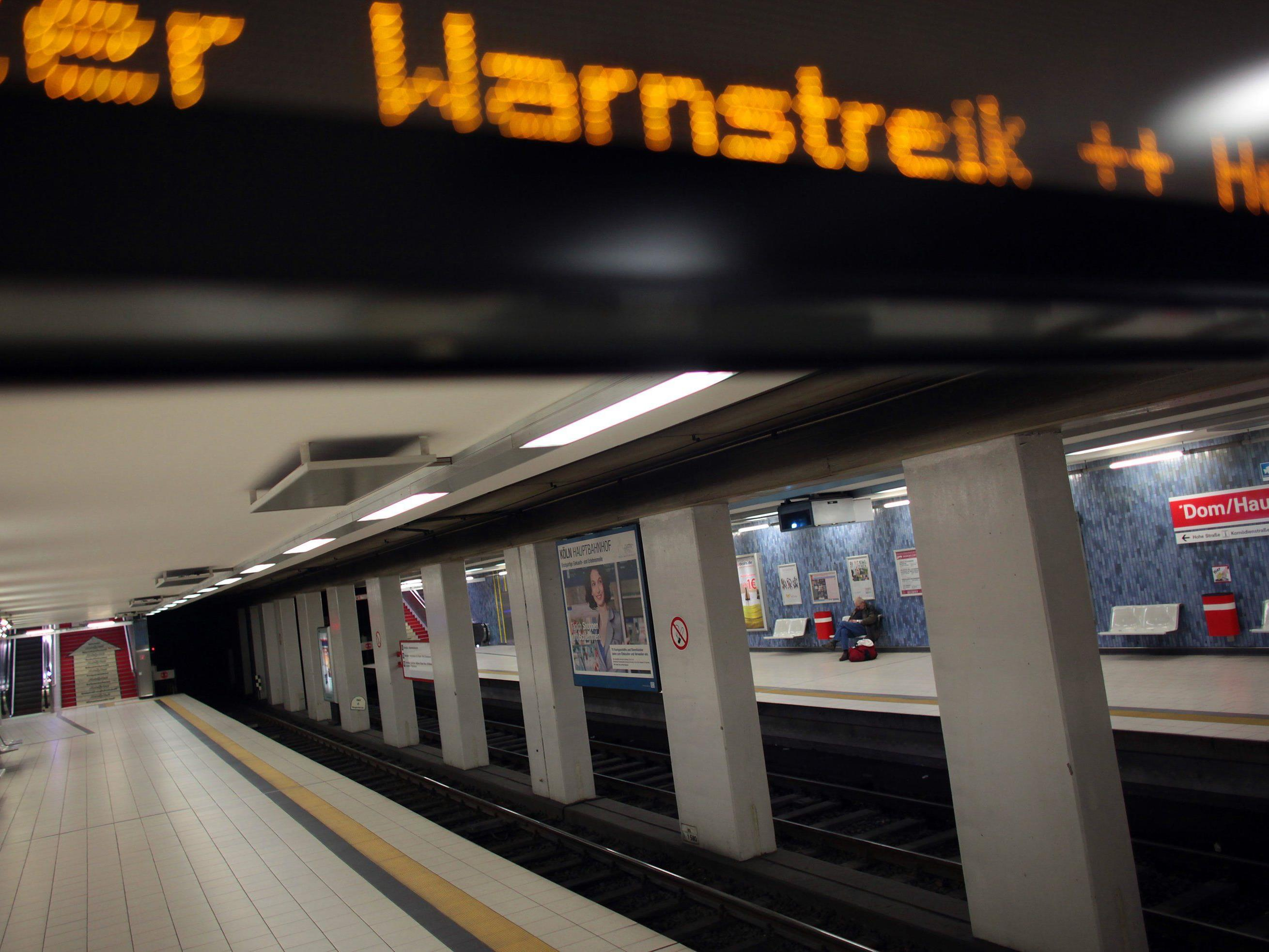 Fahrgäste müssen sich am Abend auf Zugausfälle einstellen - Auch bei Lufthansa weiter Streiks