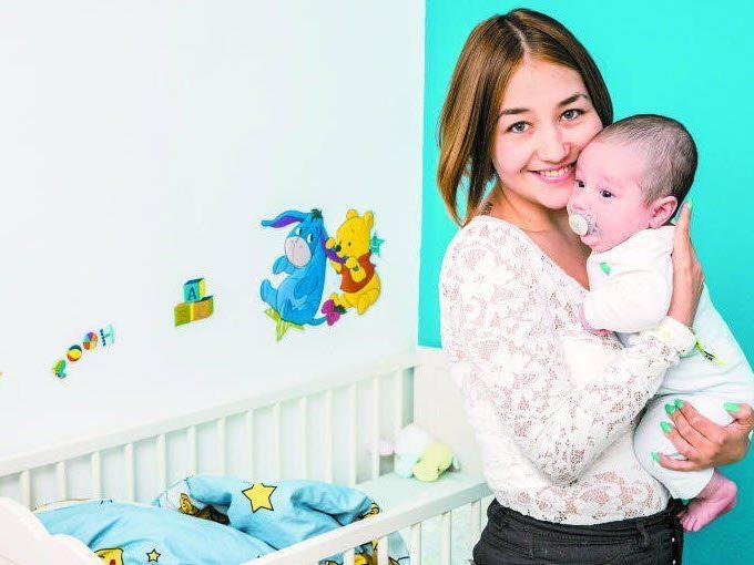 """""""Das größte Geschenk"""": So bezeichnet die 17-jährige Tina ihren drei Monate alten Sohn Leander."""