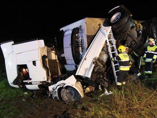 38-jähriger Fahrer aus Italien verlor Kontrolle über seinen Sattelzug.