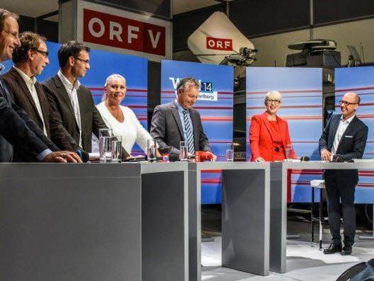 Diskussionsrunde: (v. l.) Dieter Egger (FP), Johannes Rauch (Grüne) und LH Markus Wallner (VP), die Moderatoren Verena Daum-Kuzmanovic und Gerd Endrich mit Sabine Scheffknecht (Neos) und Michael Ritsch (SP).
