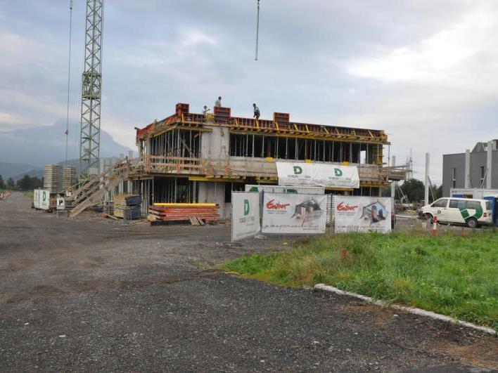 Das erste Unternehmen hat sich bereits angesiedelt – Entner Dach errichtet am Römergrund einen neuen Betriebsstandort.