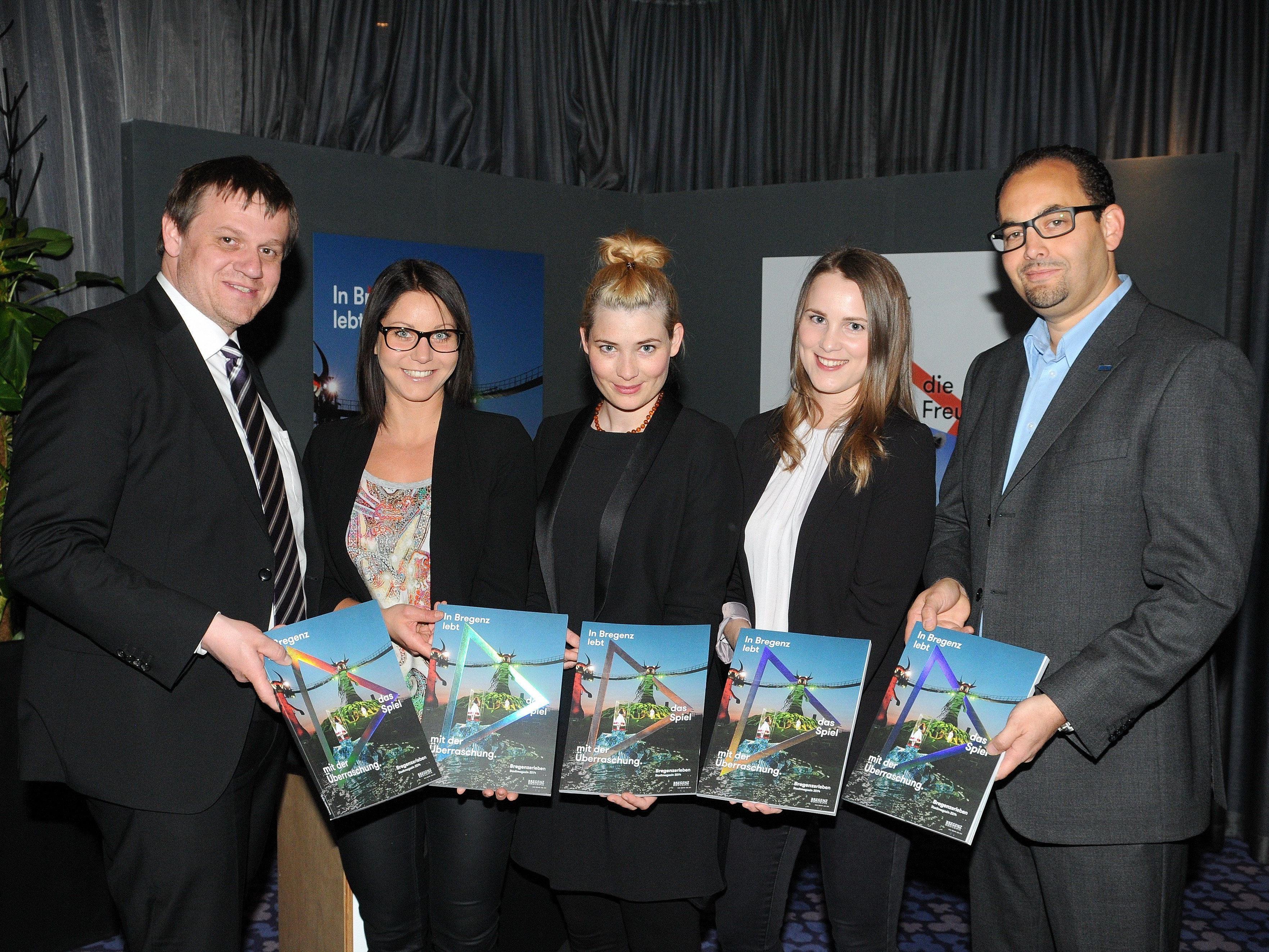Das Team vom Bregenzer Stadtmarketing mit dem Stadtmagazin 2014