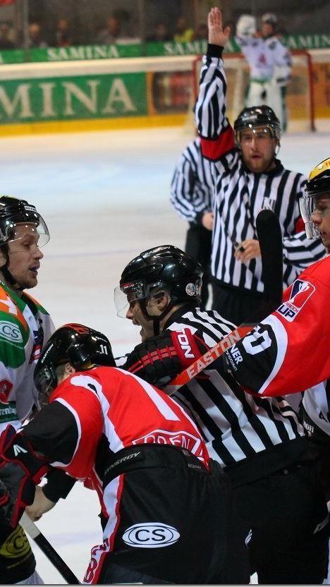 Nach dreißig Minuten lag Feldkirch gegen Lustenau mit 1:4 zurück, doch die Holan-Truppe gewann im Penaltyschießen.