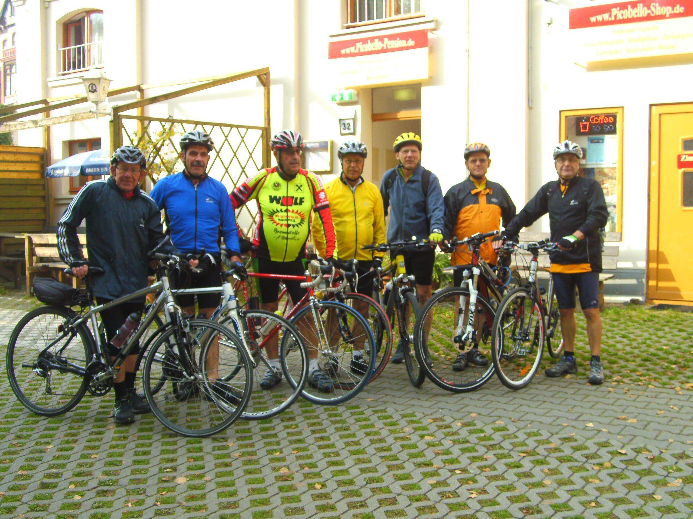 Die Radgruppe vor der Pension