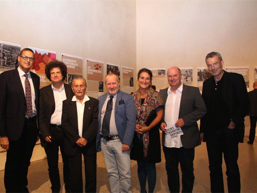 Landesrat Christian Bernhard, Hanno Loewy (JMH), Zeitzeuge Marko Feingold, Walter Manoschek, Susanne Emerich, Andreas Rudigier (VM) und Werner Dreier (GF erinnern.at).