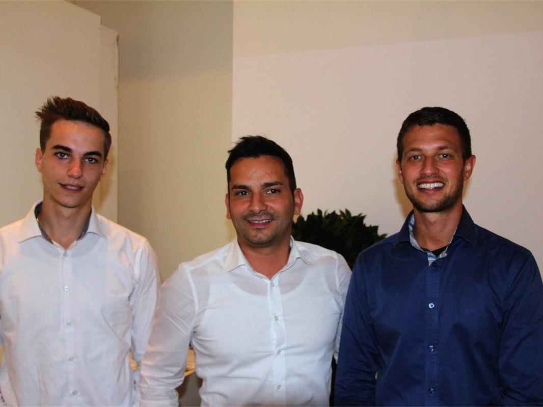 Roberto Meyer (Mitte) mit seinen Partnern von der neu gegründeten Immo-Agentur.