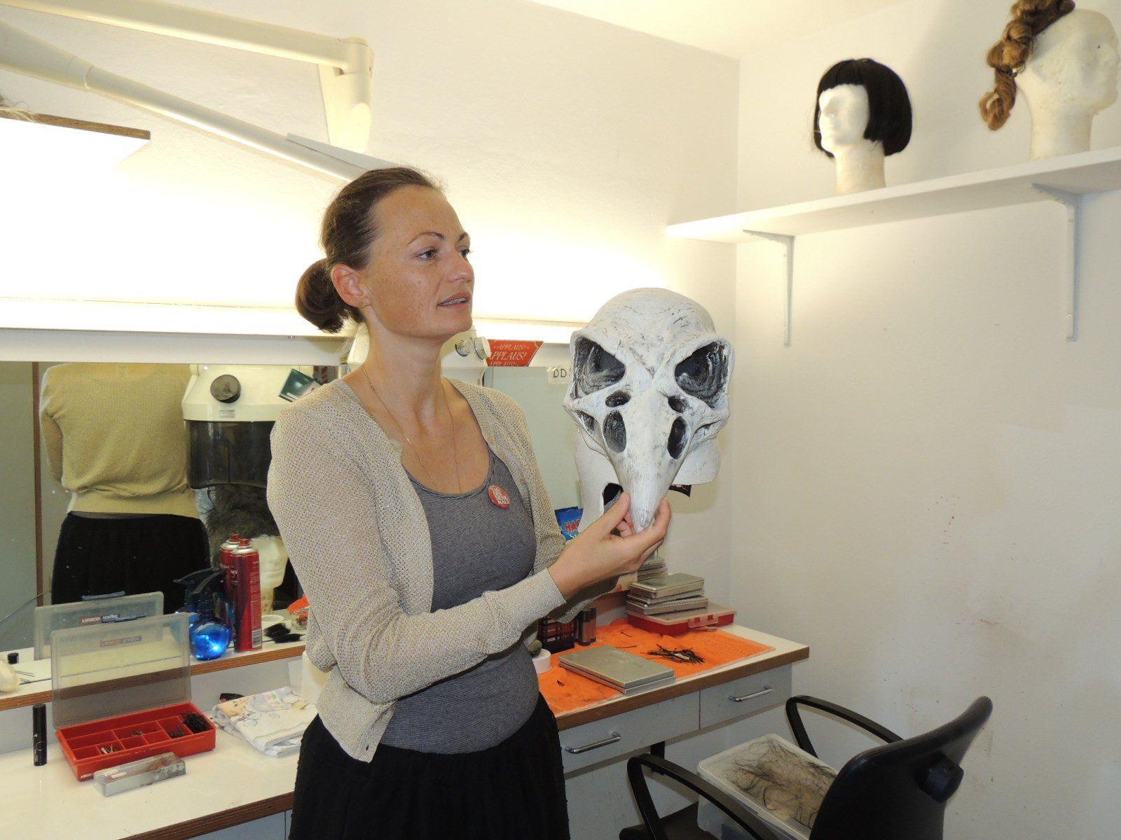 Auch individuell hergestellte Masken werden für die Aufführungen produziert