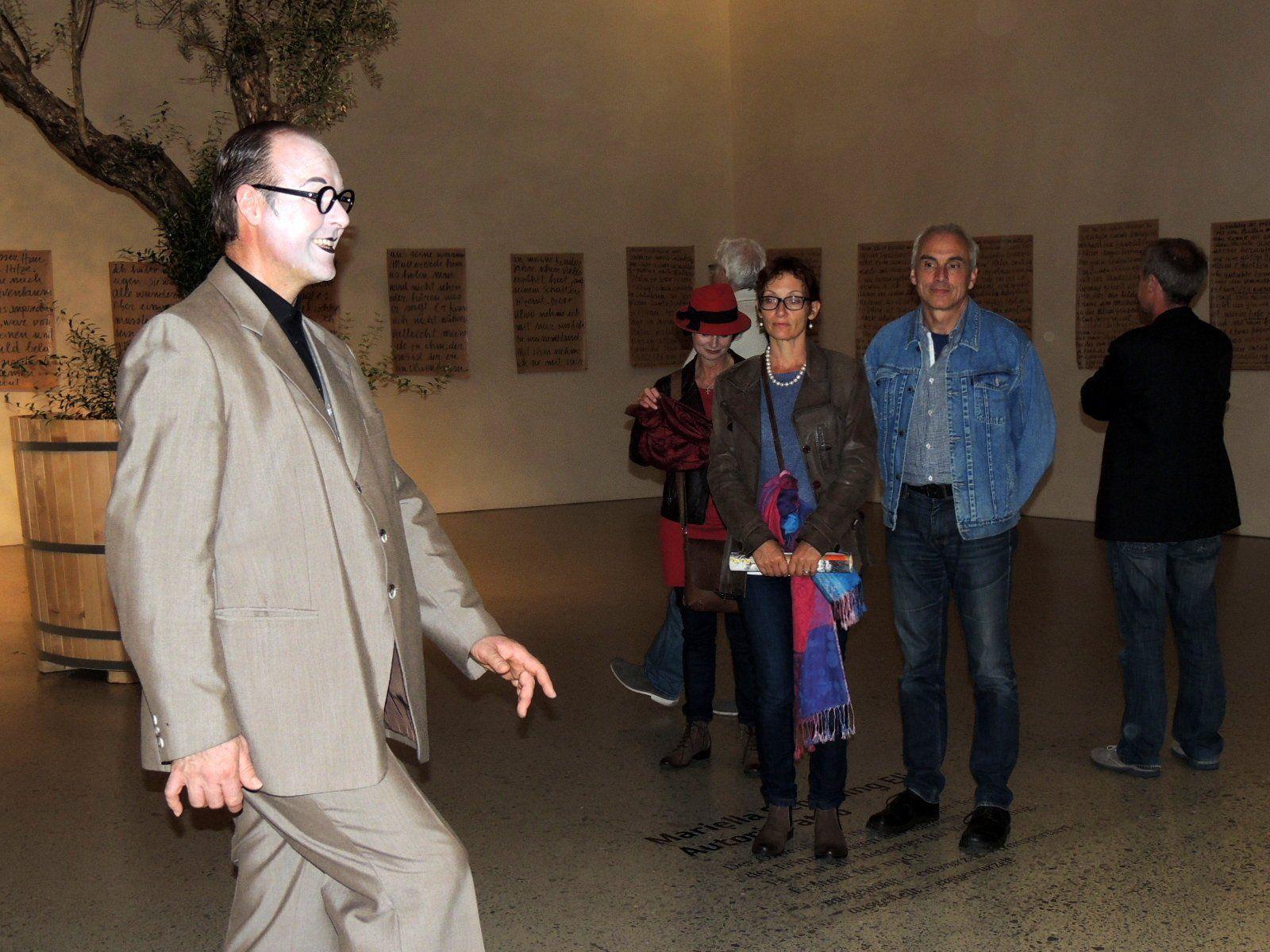 Pantomime Thiemo Dalpra überraschte die BesucherInnen beim Museumsbesuch