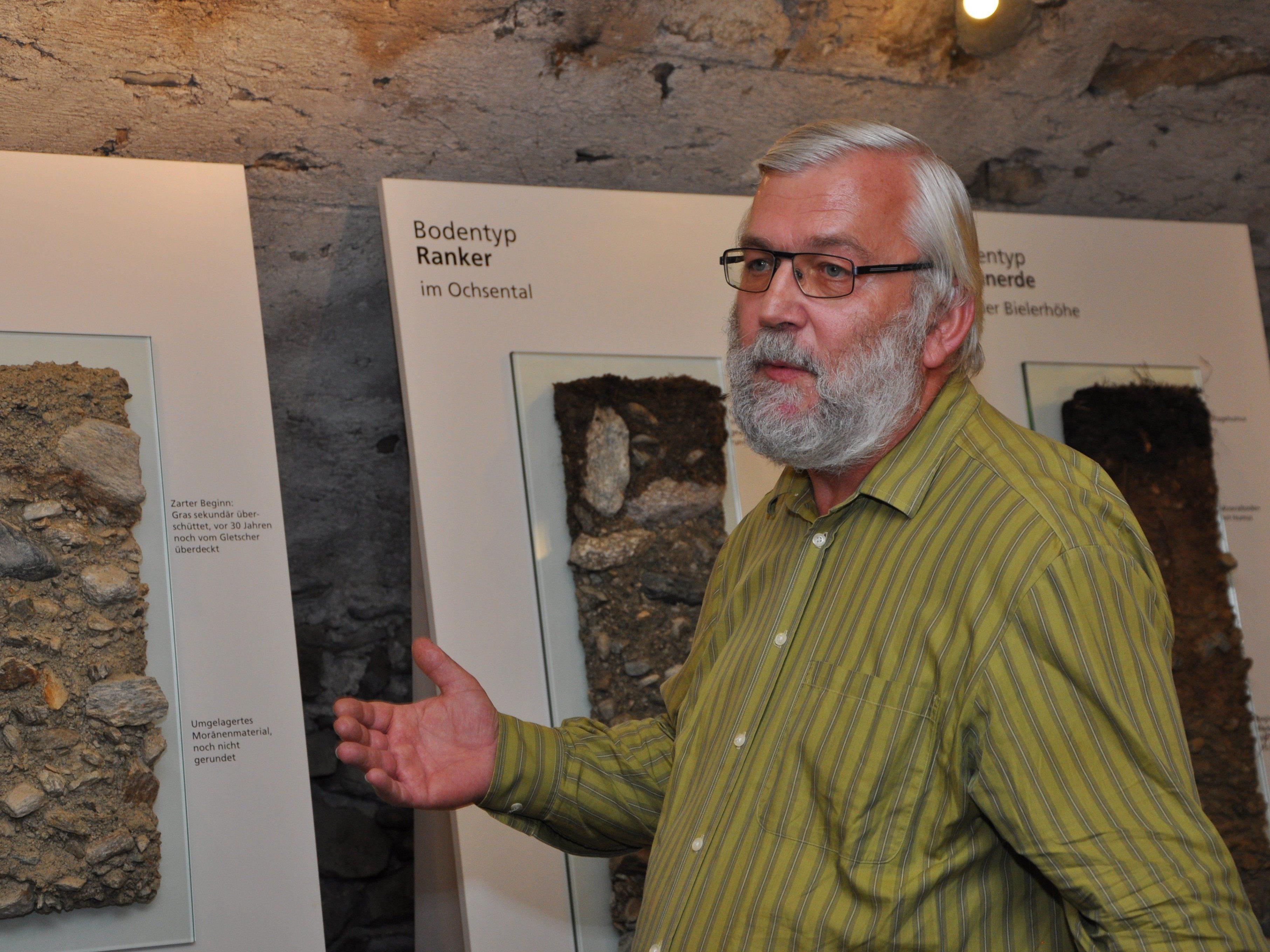 Josef Scherrer vom Umweltinstitut des Landes Vorarlberger führte durch eine beeindruckende Ausstellung.
