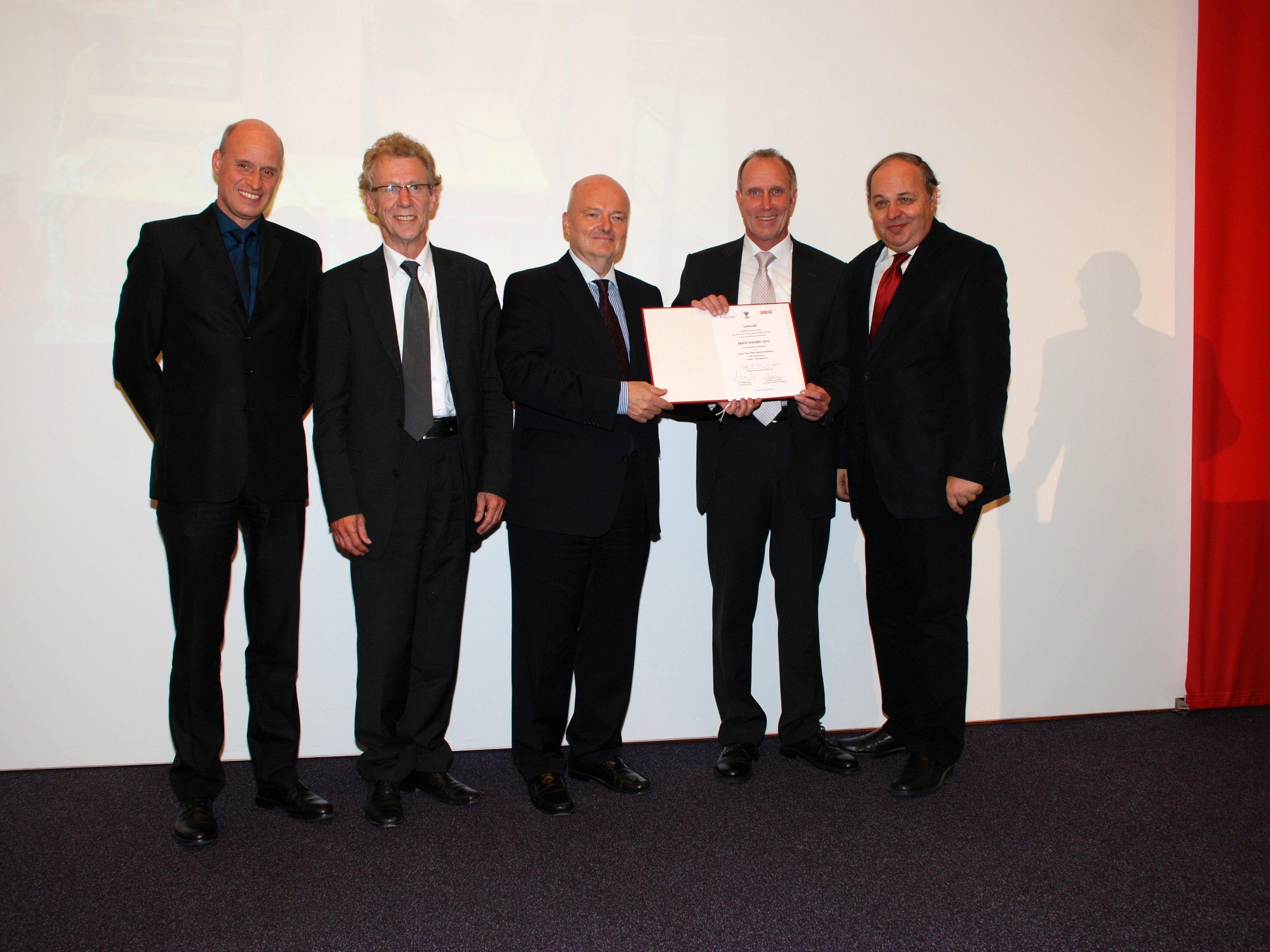 BMHS-Award 2014 an Robert Nachbaur. v.li.: DI Johannes Schwärzler (LSR f. Vorarlberg), DI Gerhard Wimmer (Direktor HTL Rankweil), Dr. Michael Landertshammer (WKÖ), Preisträger Dipl.-Päd. Robert Nachbaur, DI Dr. Christian Dorninger (BMBF).