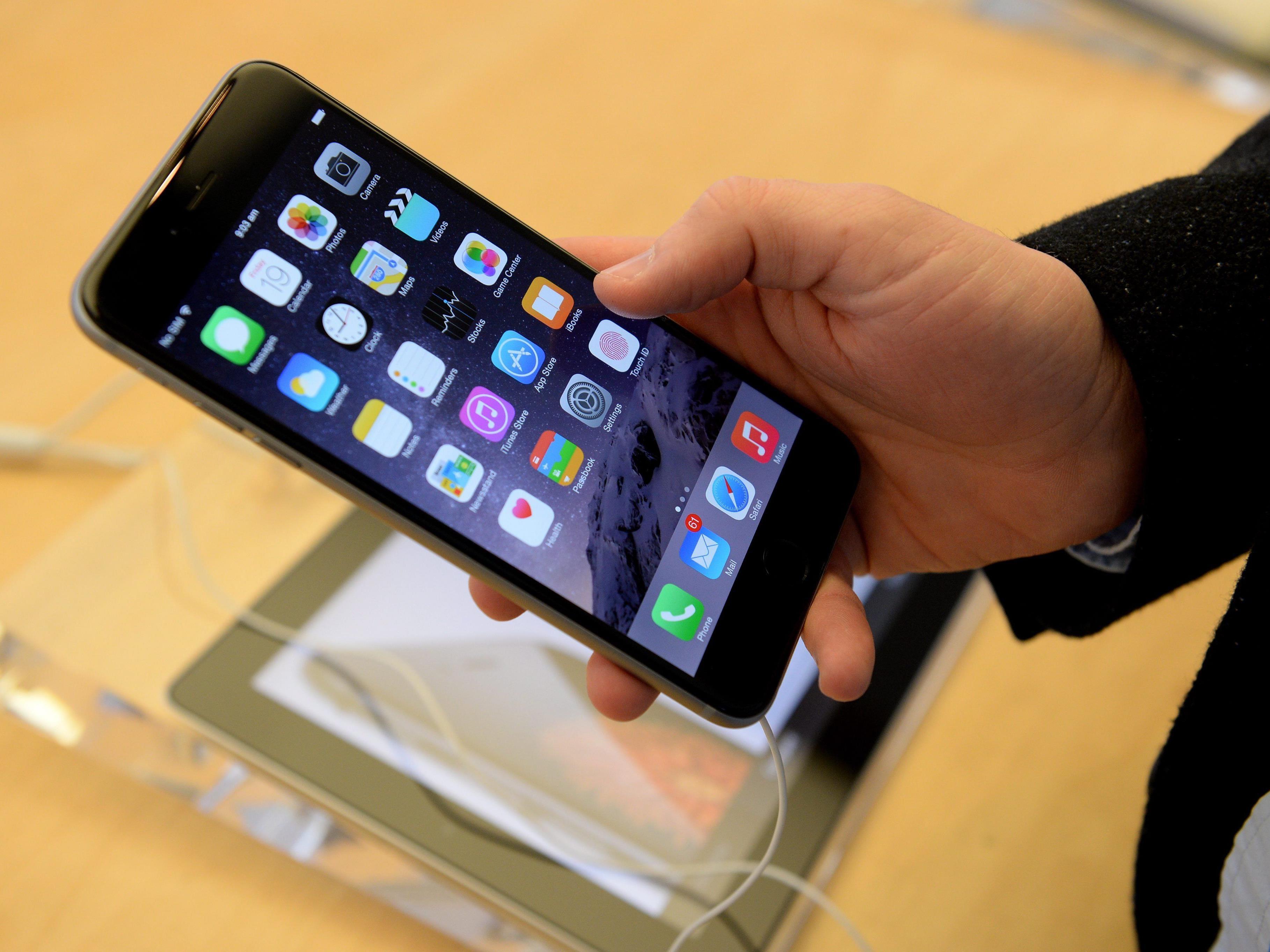 Mönch wegen iPhone in Schwierigkeiten
