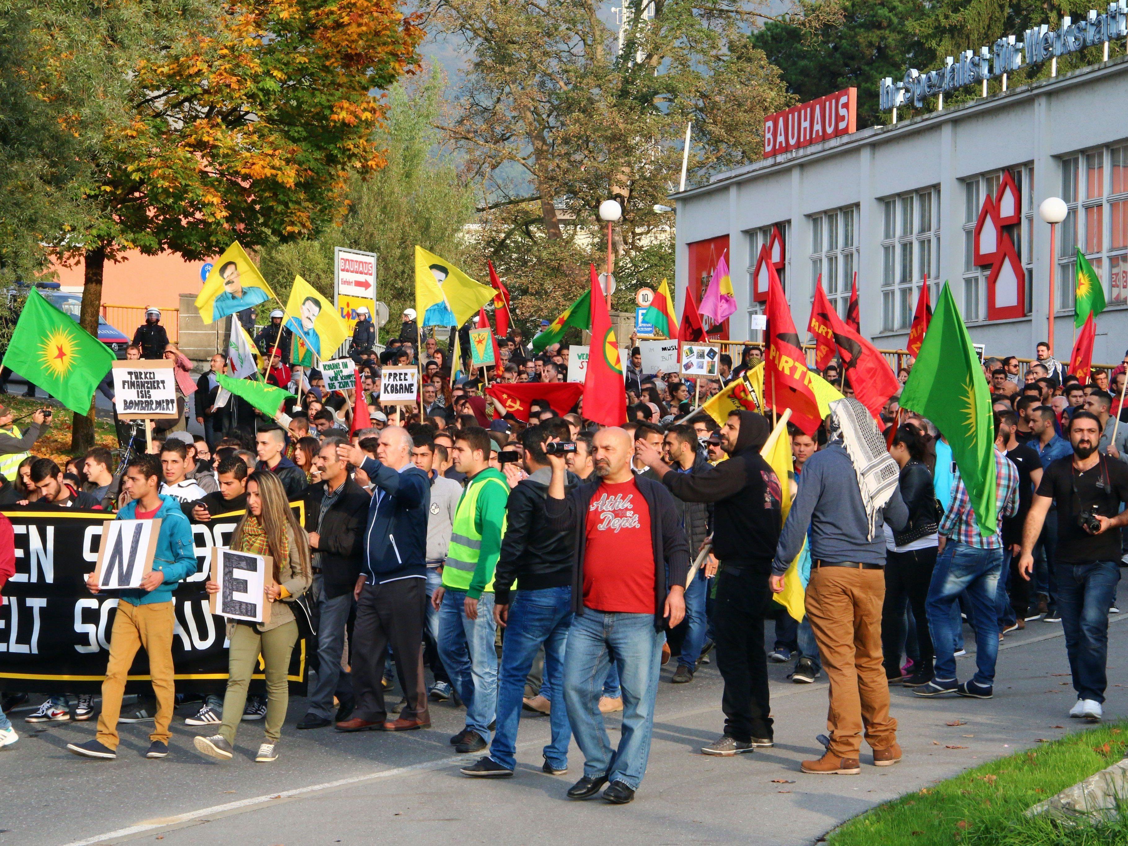 Die Vorarlberger Regierungsparteien ÖVP und Grüne finden klare Worte zu den Vorkommnissen am Samstag in Bregenz.