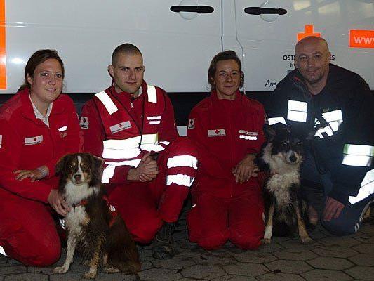 Das Einsatzteam inklusive Rettungshunden