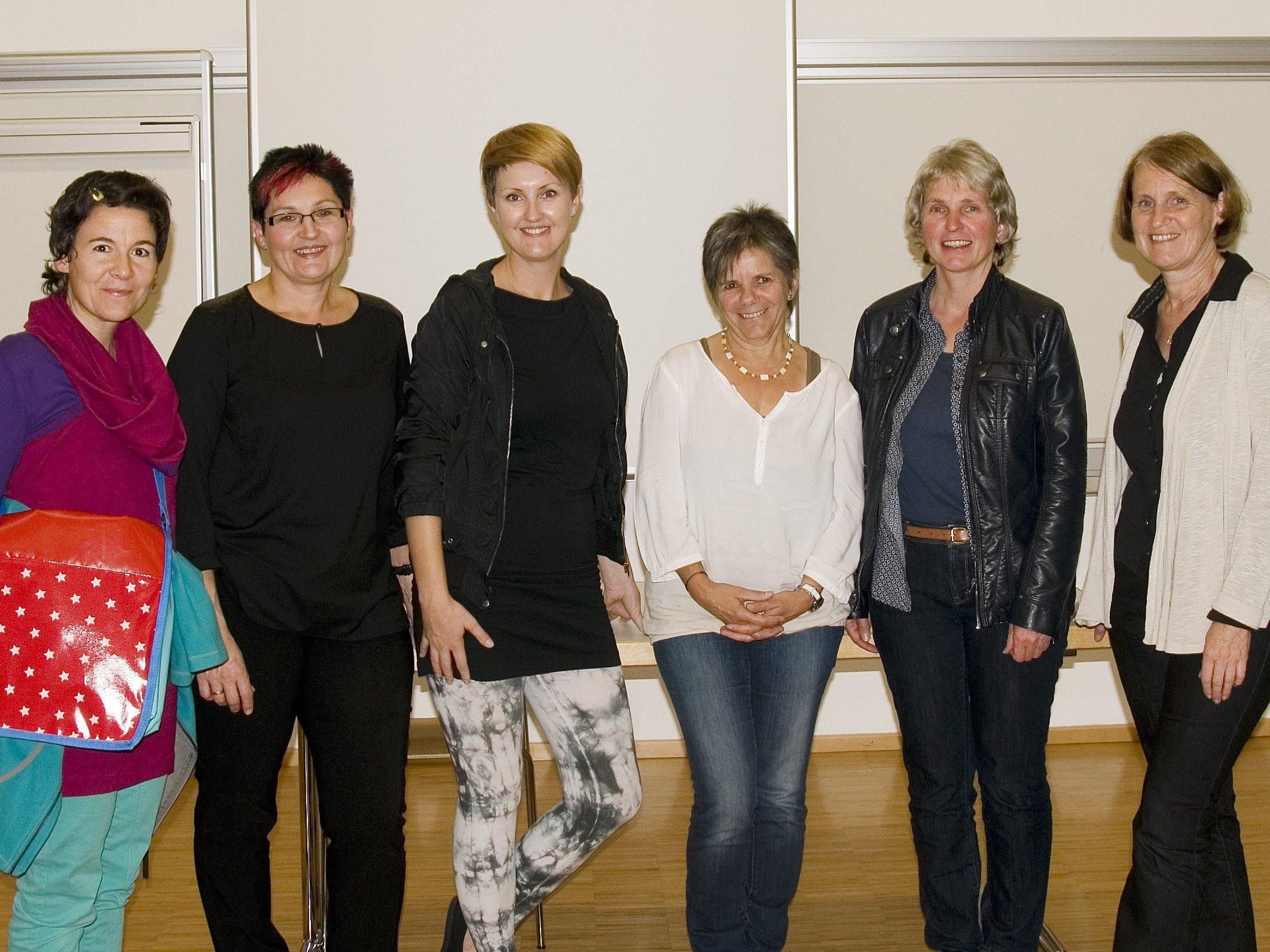 Einige  Frauensprecherinnen des Bregenzerwaldes mit der ortragenden Cornelia Müller