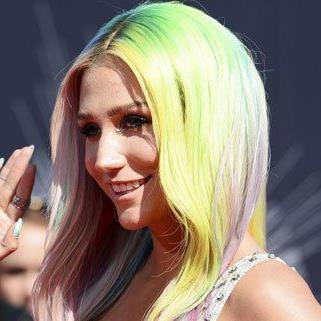 Die Sängerin erhebt schwere Vorwürfe gegen ihren Musikproduzenten.