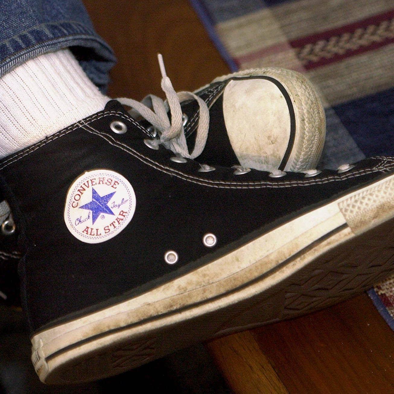 """Converse klagt gegen Nachahmer-Versionen seiner """"Chucks""""."""