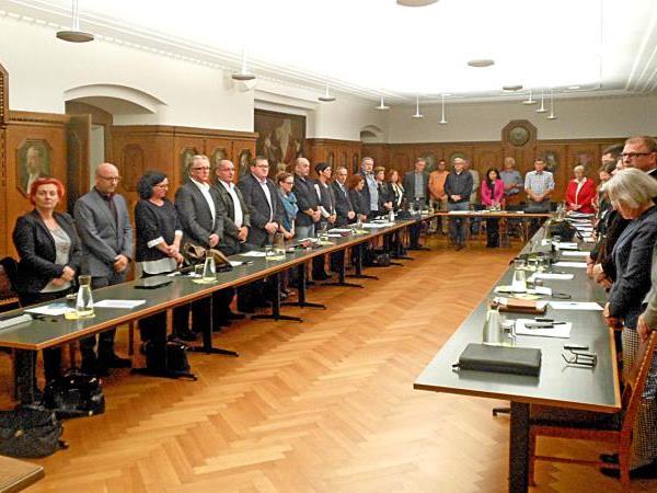 Trauerminute der Stadtvertretung aus Anlass des Ablebens von HR Prof. Mag. Norbert Neururer.