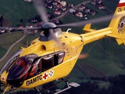 Der verletzte Bub wurde mit dem Rettungshubschrauber nach Wien gebracht.