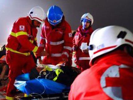 Drei Personen wurden bei dem Unfall am Dienstag verletzt.