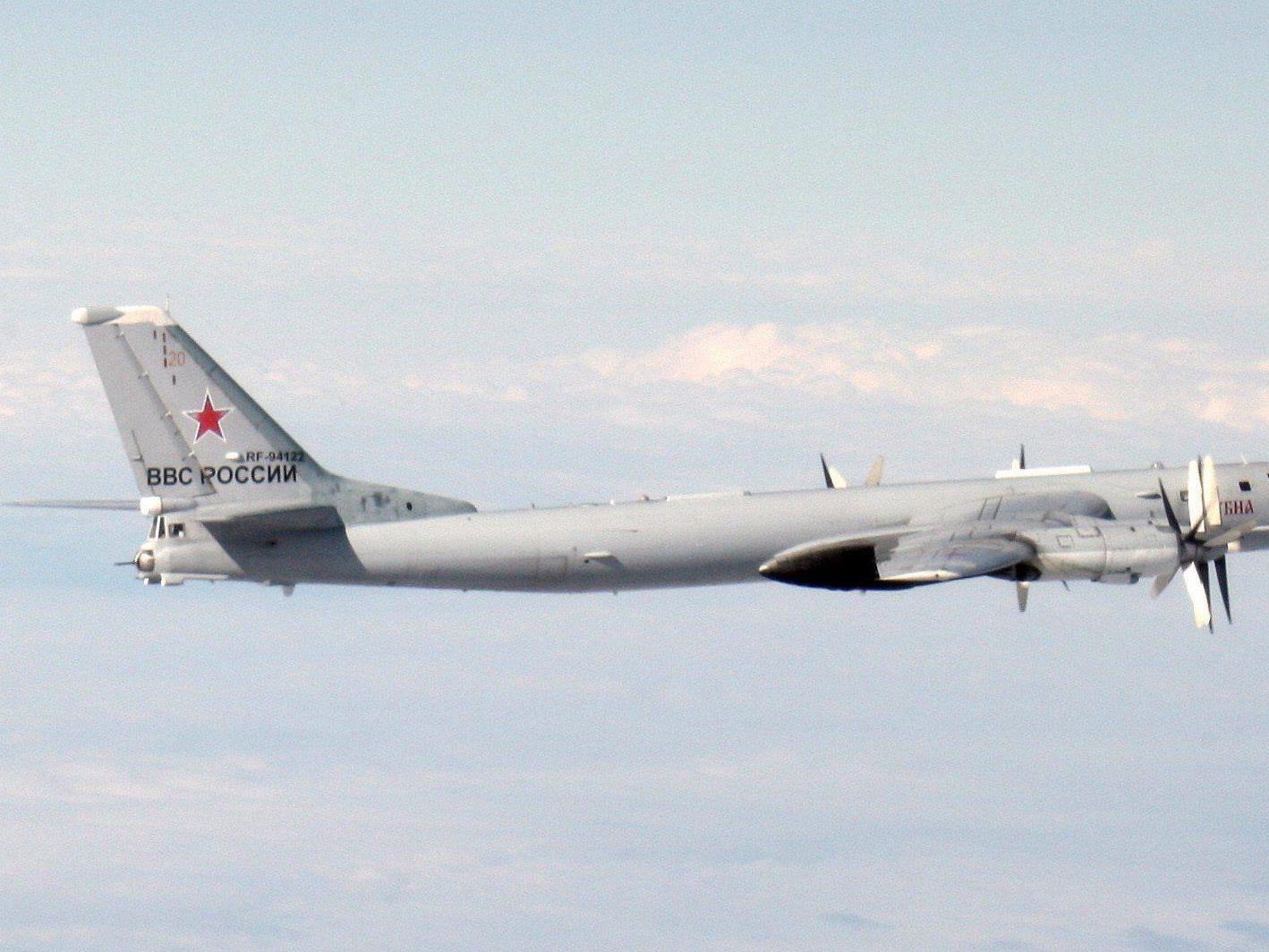 Bomber, U-Boote und Raketen - Moskau zeigt militärische Stärke