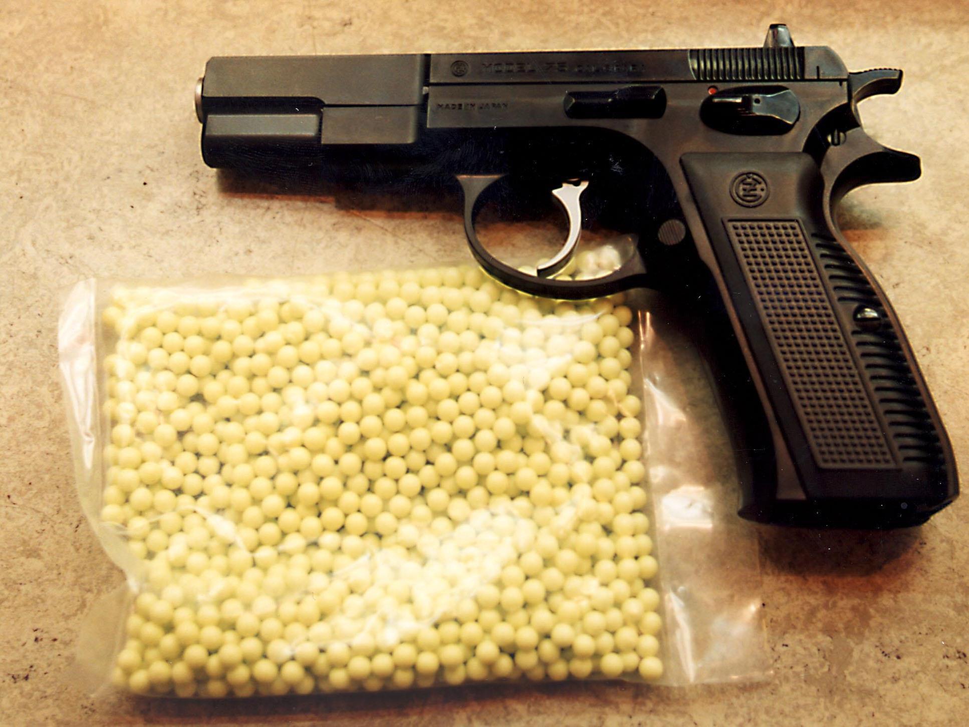 Softguns können echten Waffen täuschend ähnlich sehen.