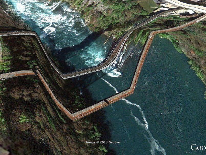 Weitere Bilder gibt es auf www.postcards-from-google-earth.com.