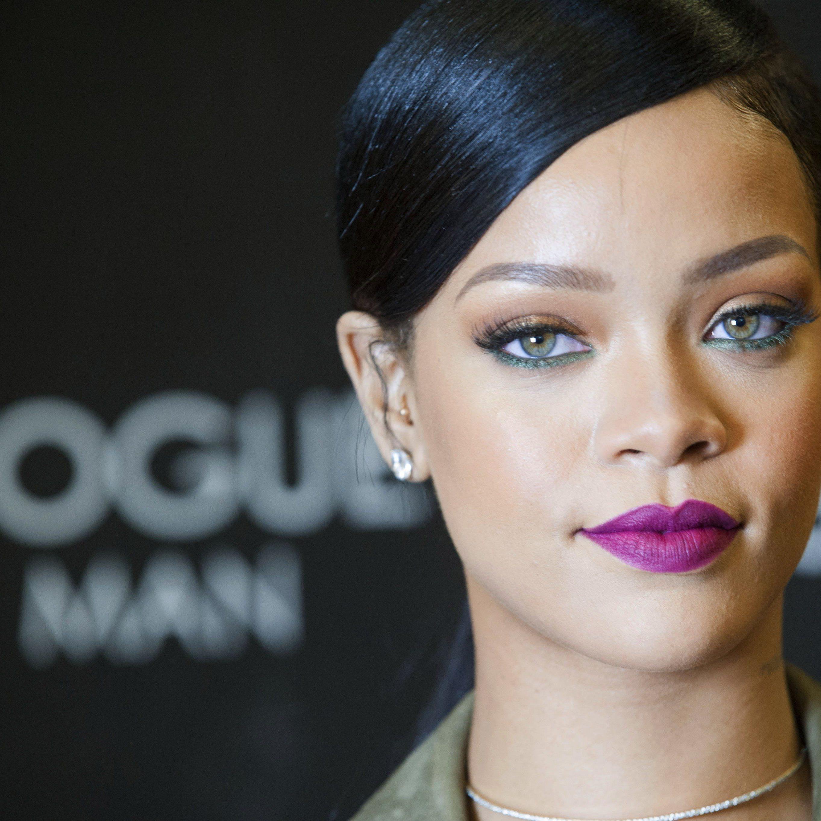 Rihanna ist die Königin der Selfies und gibt ihr Wissen nun scheinbar weiter.