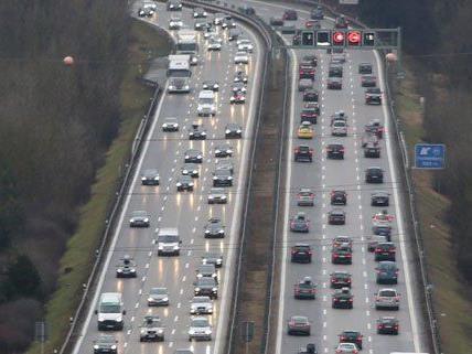 Auf der A4 und auf der S33 kam es zu Staus im Frühverkehr.
