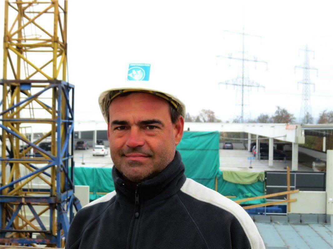 Polier Gerhard Greiderer von der Hinteregger Baumeister GmbH freut sich über das Großprojekt.