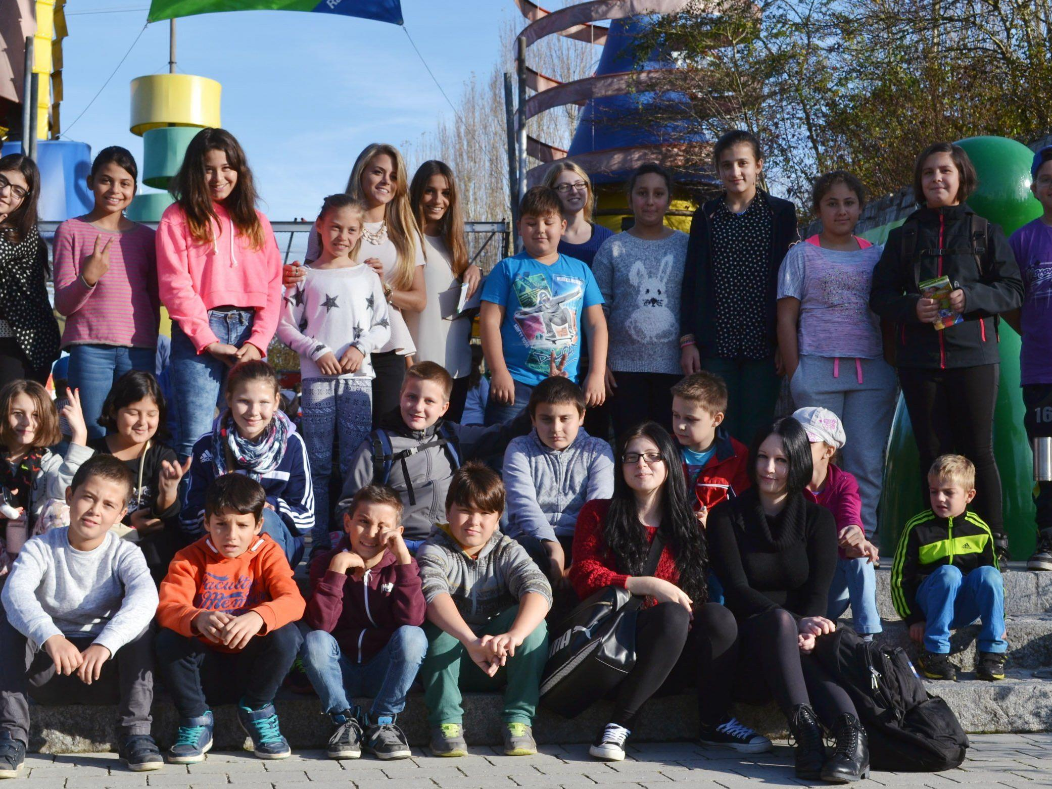 Fünf angehende Maturantinnen der BHAK Feldkirch organisierten als Maturaprojekt eine Fahrt ins Ravensburger Spieleland für die Kids der fünf Caritas-Lerncafés. Diese waren restlos begeistert!