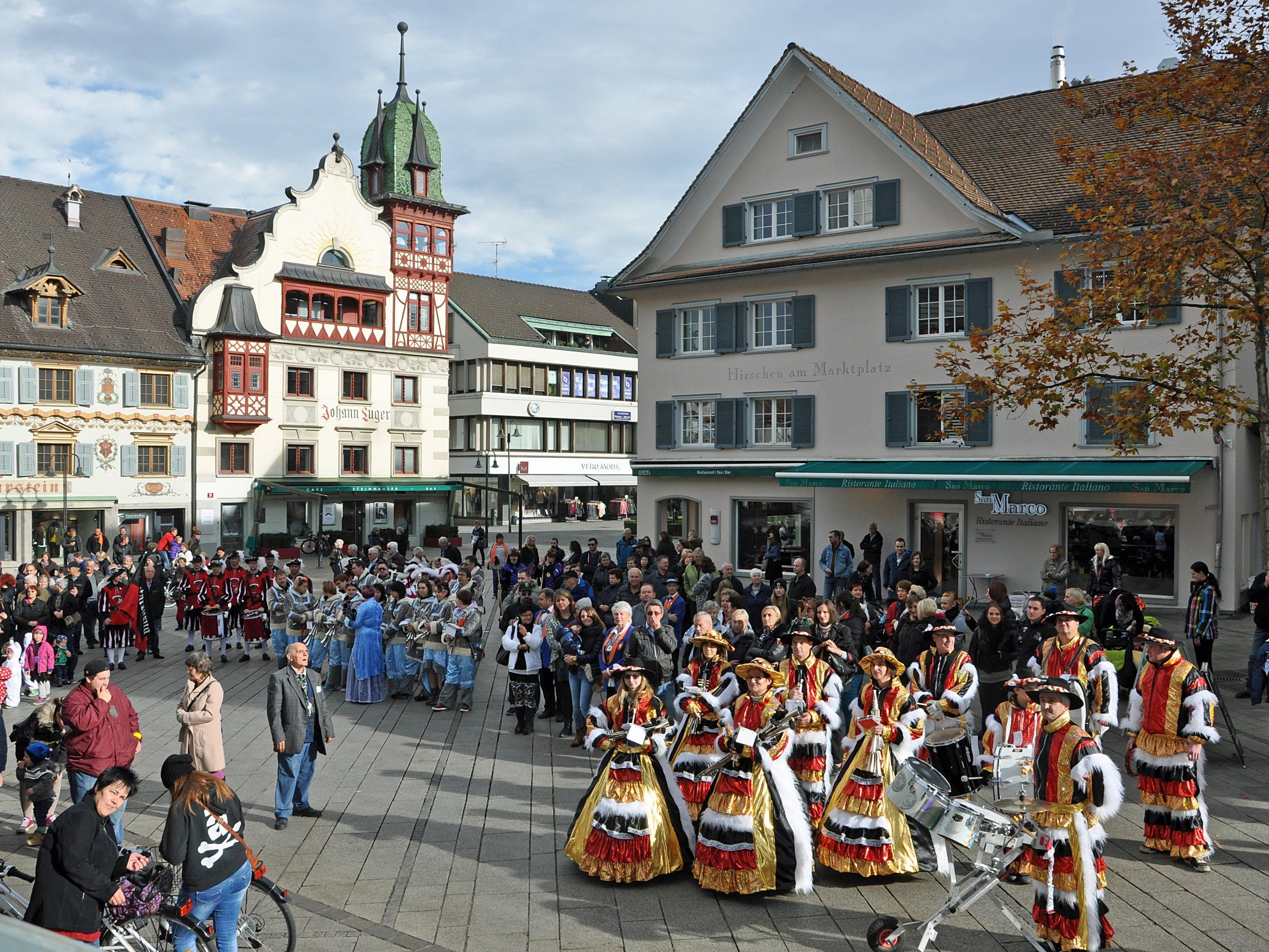 Pünktlich am 11.11. um 11.11 Uhr wurde die Dornbirner Fasnat am Marktplatz eröffnet.