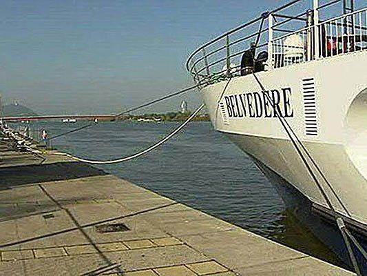 """Das Passagierschiff """"MS Belvedere"""" in der Donaumarina in Wien"""