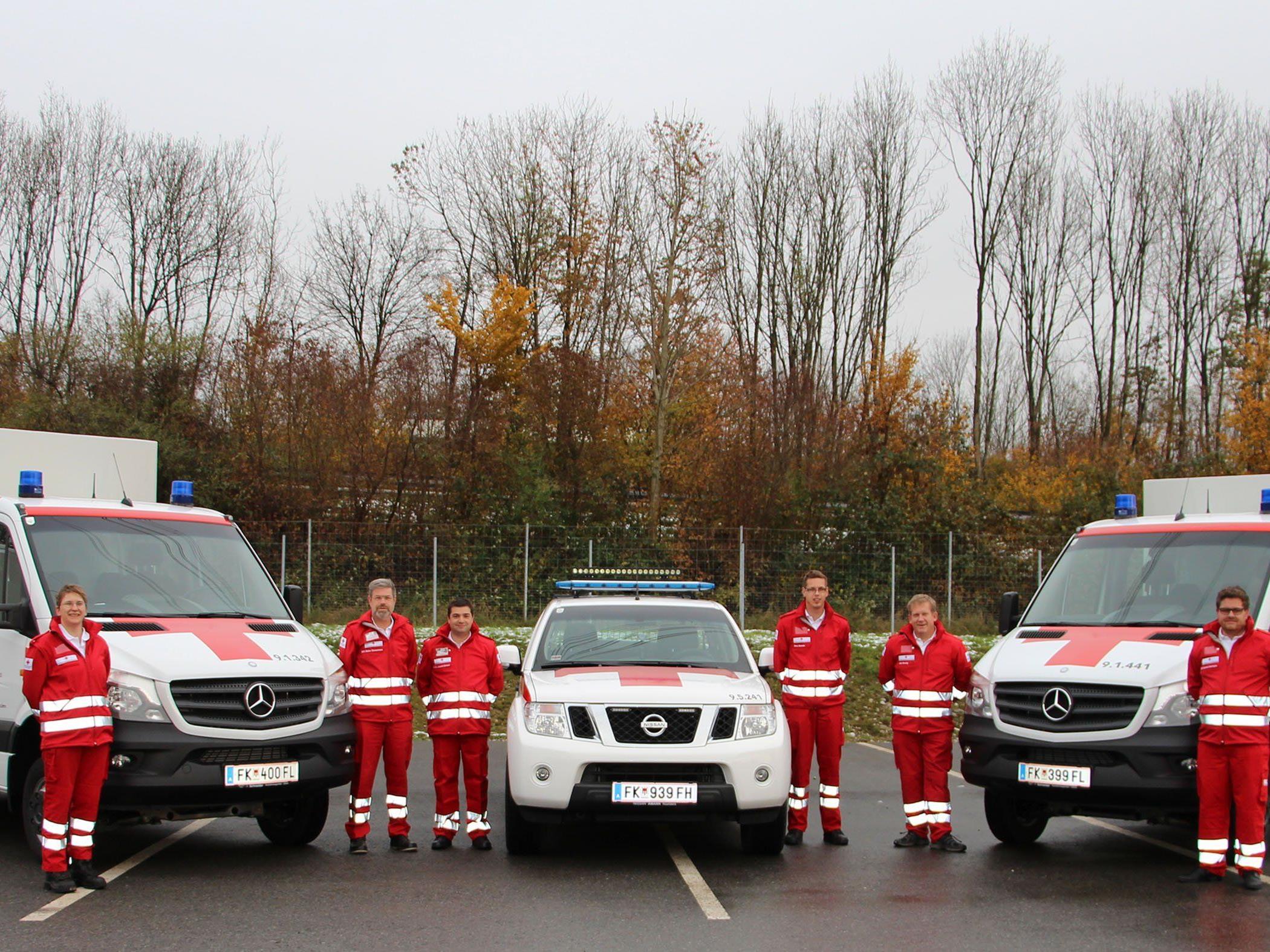 Die neuen Fahrzeuge für Rankweil, Bludenz und Hard (v.li.) mit den stolzen RK-Mitarbeitern.