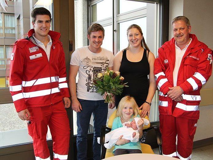 Von links nach rechts: Jonas Muxel, Patrick Scholtes, Sandra Flatz, Reinhard Wohlgenannt, Bild Mitte: Amily und Samantha Rosalinde.