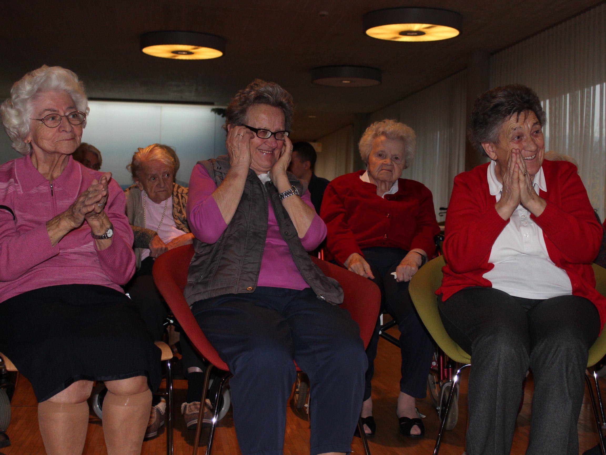 Das Projekt soll das Wohlbefinden der SeniorInnen sowie ihre körperliche und geistige Fitness fördern.